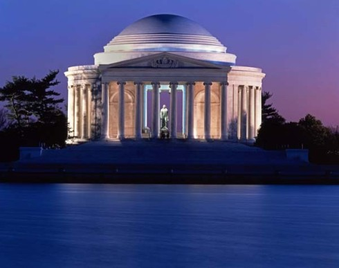 Jefferson Memorial, twilight. Tell me you don't want to pour those colors into a tub and soak in them.